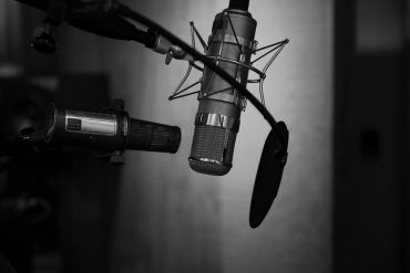 Two mics with different microphone polar patterns