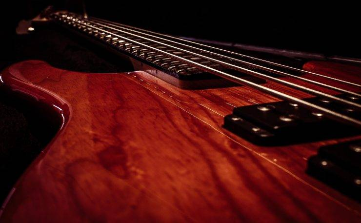 A 4 string, L-2000 bass guitar