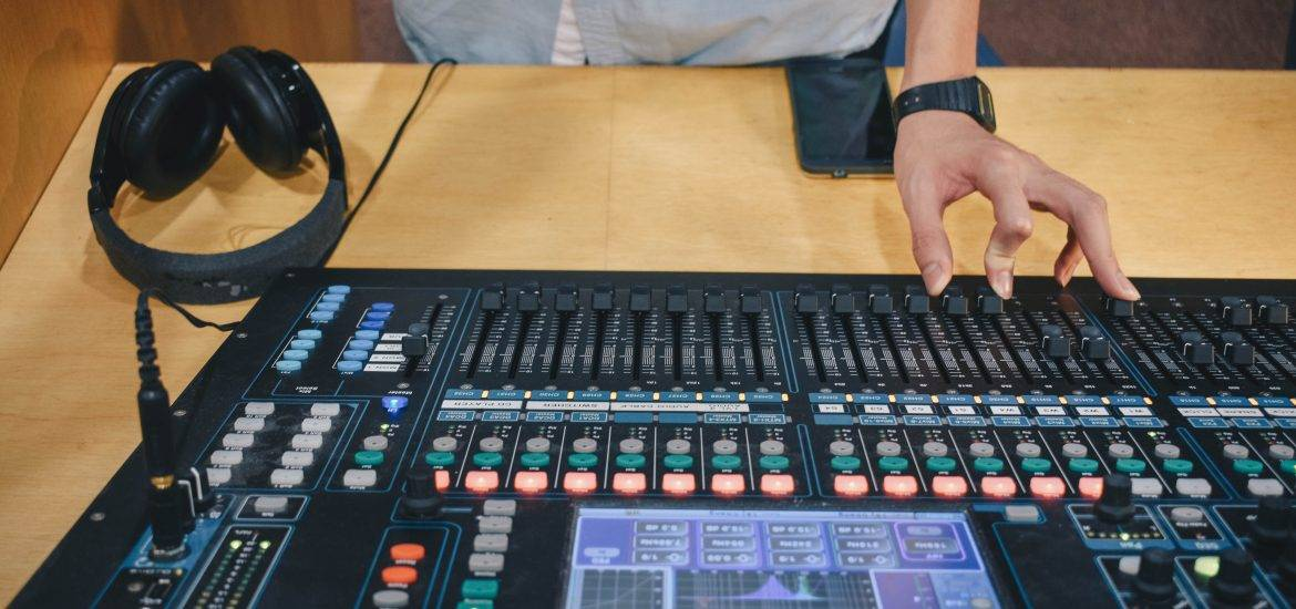size of digital mixer