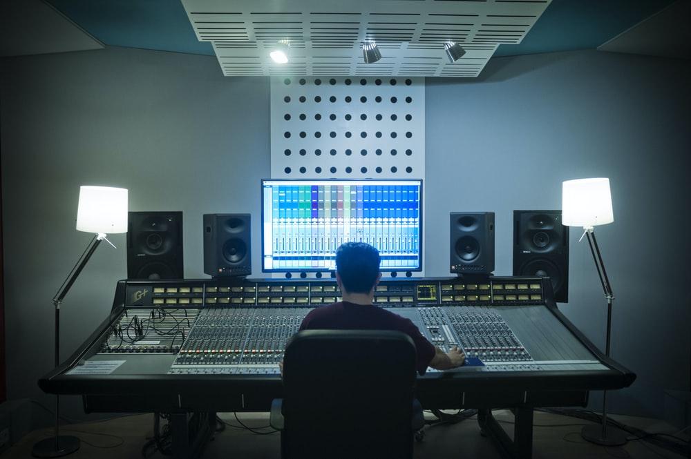 Cómo grabar voces: un buen entorno acústico ayuda bastante.